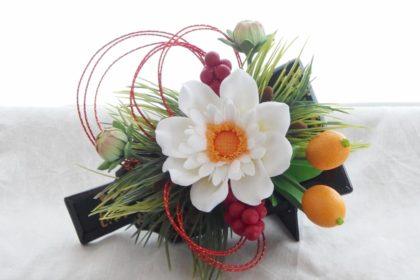 ダリアと羽子板の正月アレンジ / クレイクラフト クレイフラワー